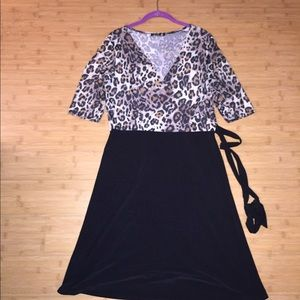 Dresses & Skirts - Dress with tie